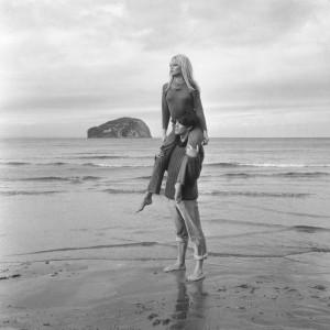 Brigitte Bardot, Piggy Back, 1966