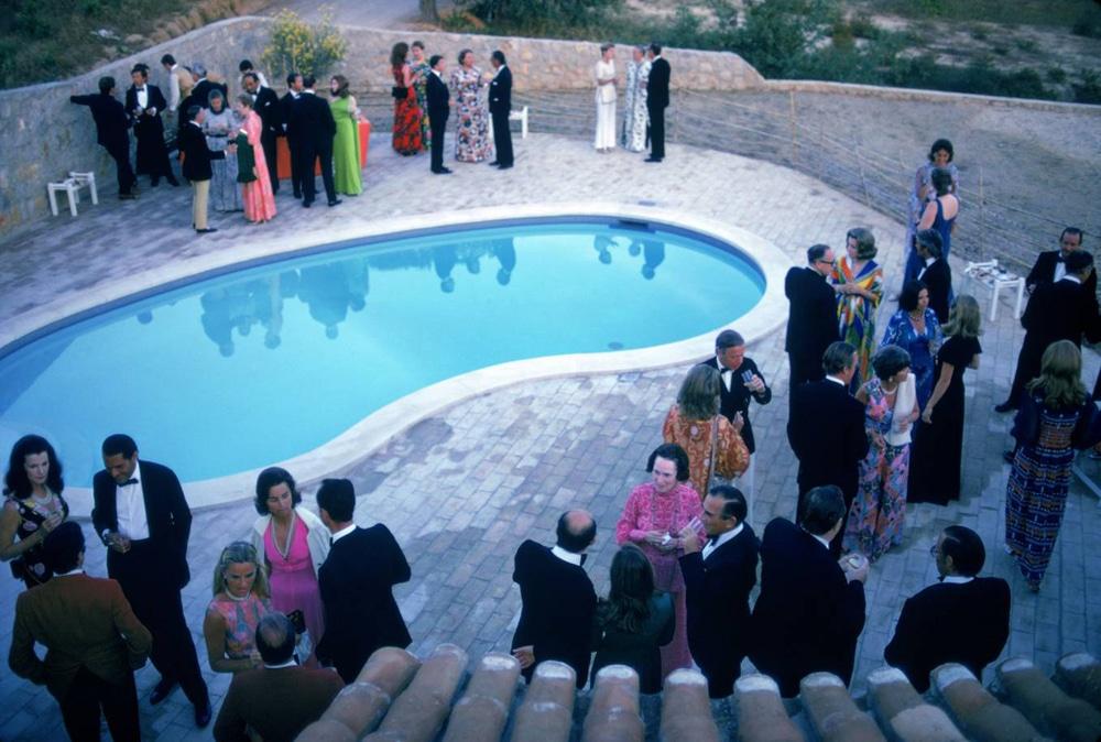 Slim_Aarons_Black-Tie-Pool-Party