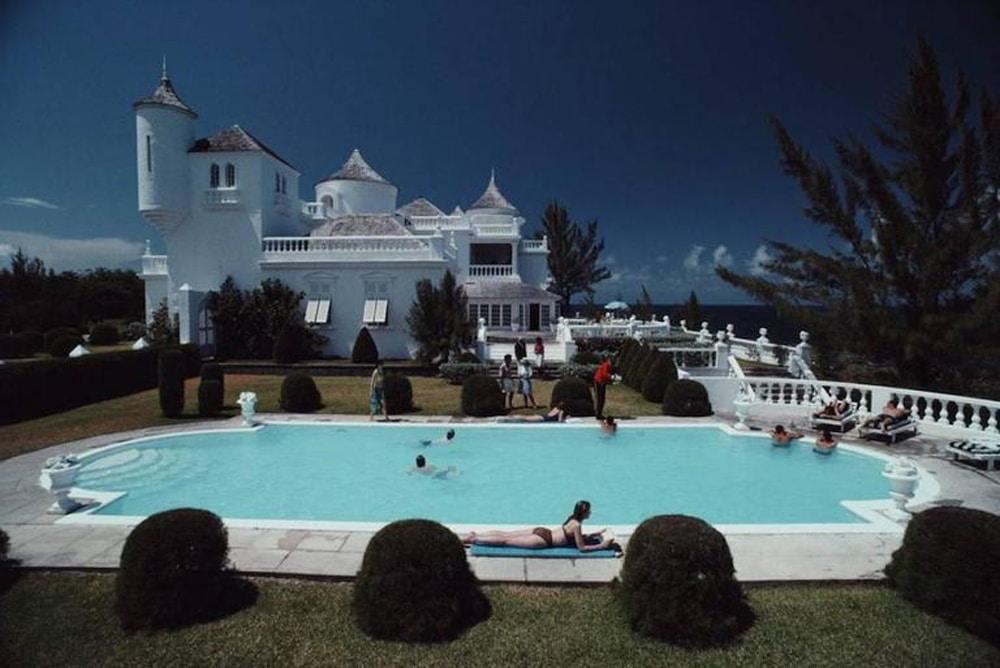 Slim_Aarons_Earl-Levy's-Castle_Jamaica