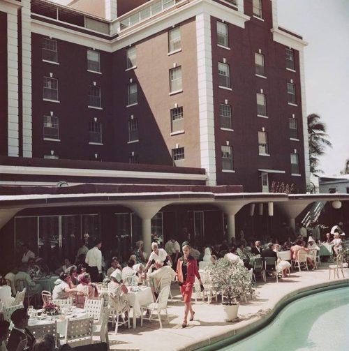 Slim_Aarons_Poolside-Promenade_Palm-Beach